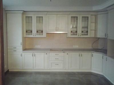 Пример эксклюзивной кухни белого цвета